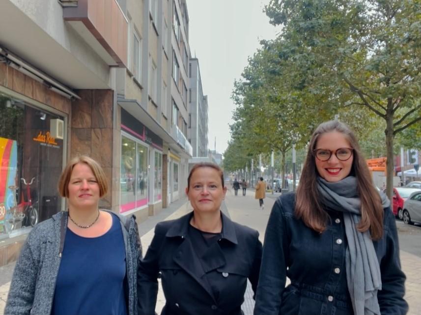 In der Dortmunder Innenstadt: Janina Welsch, Kerstin Conrad und Anna-Lena van der Vlugt